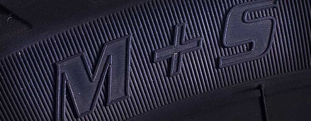 Fotografija prikazuje zimske gume, ki imajo oznako na bočnici M+S, ki dokazujejo, da gre za zimsko pnevmatiko.
