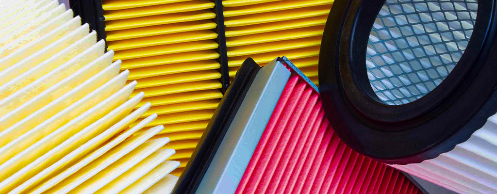 Na fotografiji je več zračnih filtrov (kabinski filter), ki vam jih po ugodni ceni zamenjajo v Avtocentru Avtostop v Ljubljani.