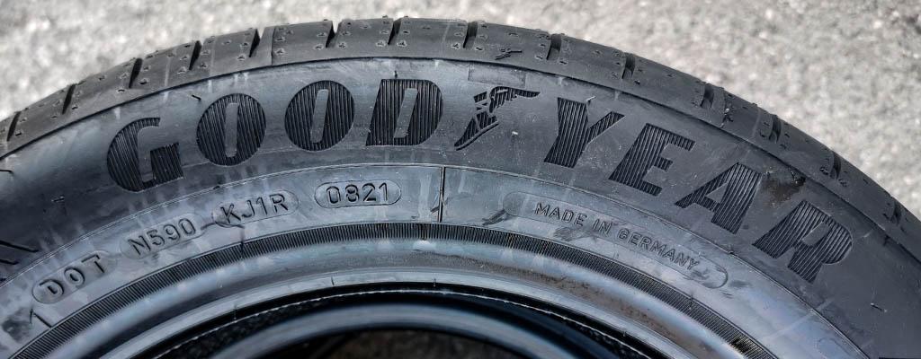 Na fotografiji je letna pnevmatika GoodYear, ki ima aktualno DOT oznako 2021.