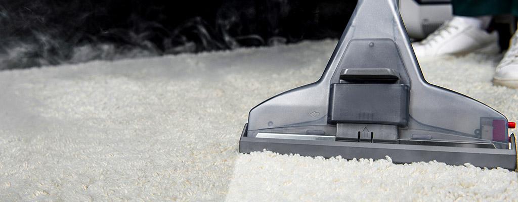 Na fotografiji je globinski sesalec, s katerim v Avtocentru Avtostop v Ljubljani čistijo preproge in tepihe.